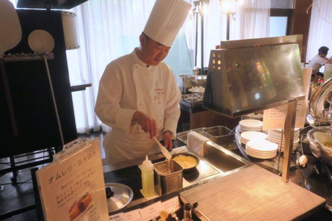 ANAクラウンプラザホテル熊本ニュースカイの朝食会場「サンシエロ」のライブクッキングのシェフ