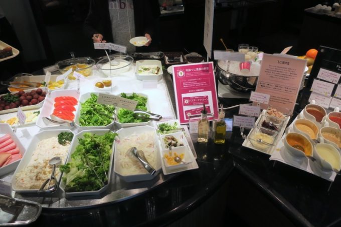 ANAクラウンプラザホテル熊本ニュースカイの朝食会場「サンシエロ」のメランジェサラダ