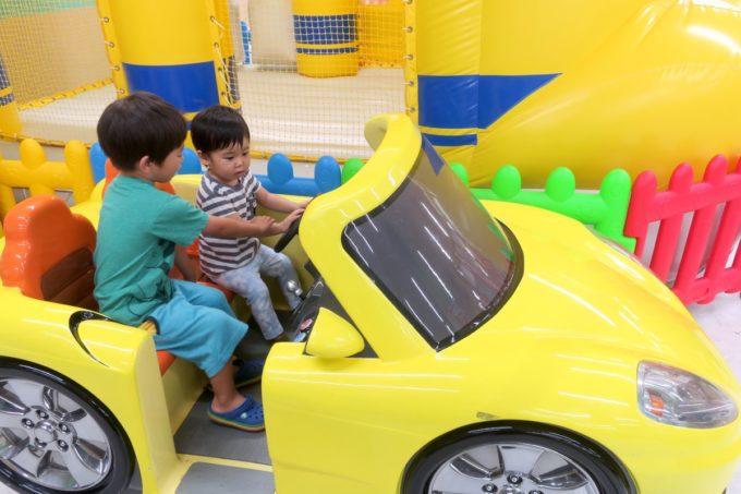 浦添・サンエーマチナトシティ「あそびパーク」でよその子とドライブゲームしてみる。
