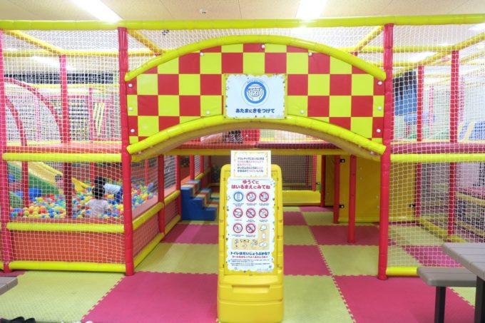 浦添・サンエーマチナトシティ「あそびパーク」キッズジムの入り口。