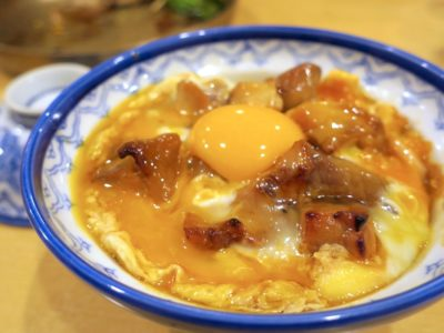 南風原「居酒 やきしん」黄金おやこ丼(790円)のねぎ味噌納豆トッピング(+150円)