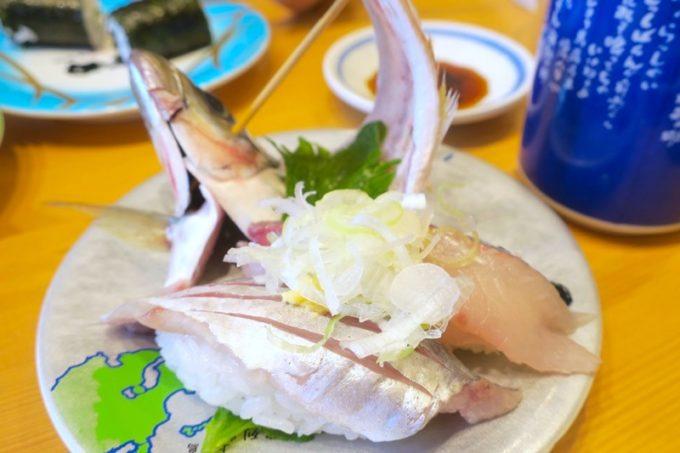 鹿児島県霧島市「廻る寿司 めっけもん 国分店」お頭付きのサツマアジ(300円)