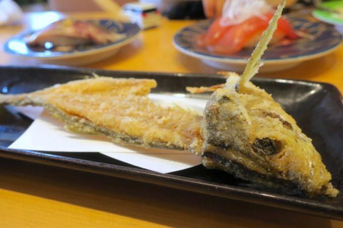 鹿児島県霧島市「廻る寿司 めっけもん 国分店」サツマアジのお頭は、素揚げにしてもらえる。