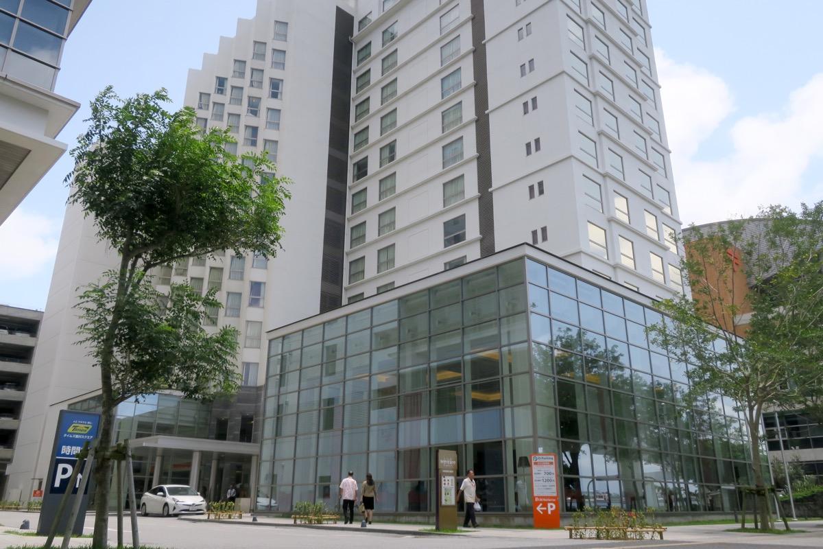 那覇・壺川にある「メルキュールホテル沖縄那覇」の外観