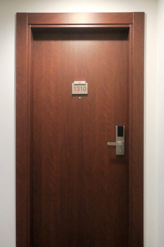 那覇・壺川「メルキュールホテル沖縄那覇」の客室入口