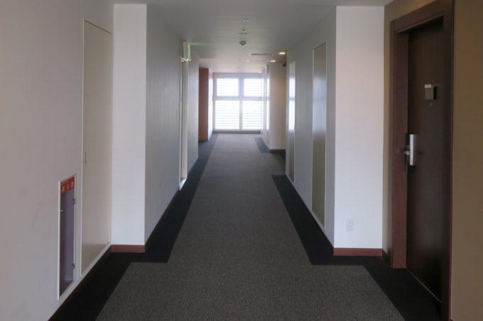 那覇・壺川「メルキュールホテル沖縄那覇」13階の客室廊下
