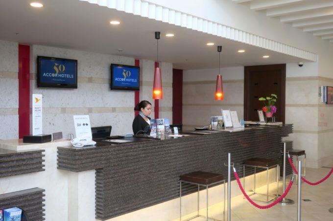 那覇・壺川「メルキュールホテル沖縄那覇」のフロント