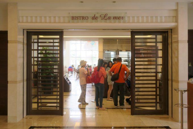 那覇・壺川「メルキュールホテル沖縄那覇」1階のレストランで朝食やランチが食べられる