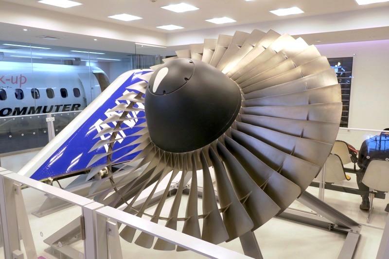鹿児島空港の航空展示室「SORA STAGE(ソラステージ)」にあるボーイング747用ファンブレードとウイングレット