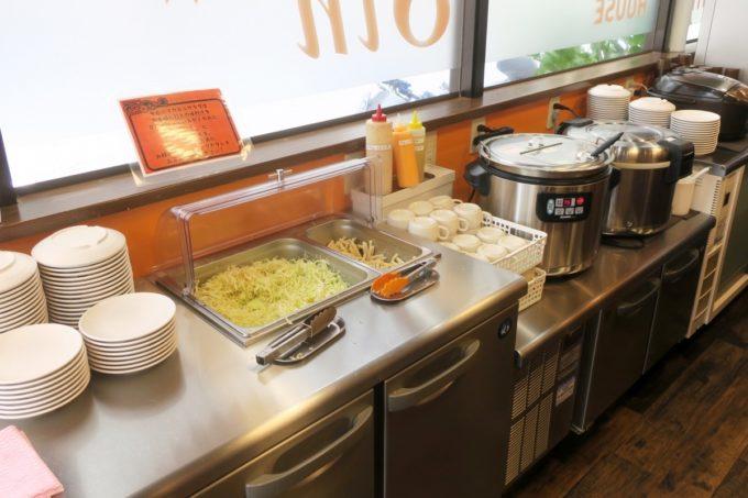 那覇・久米「やっぱりステーキ8th 久茂地店」食べ放題のサラダバーとごはんなど。