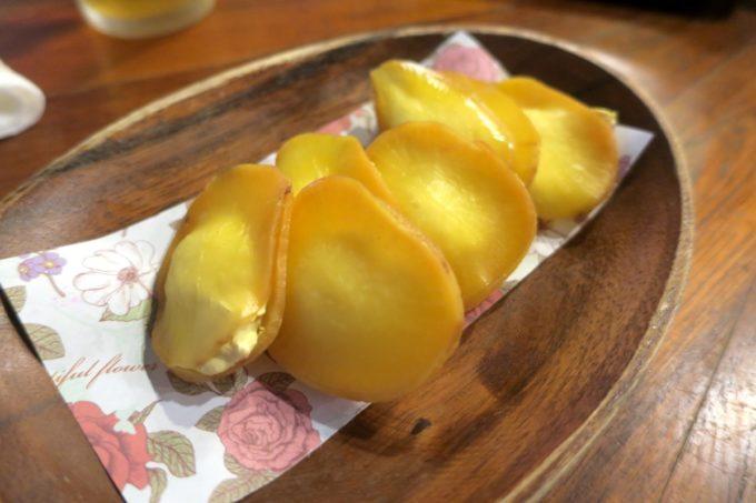 那覇・栄町「沖縄炉端 ゆうなみ」いぶりがっこチーズ(480円、4P)