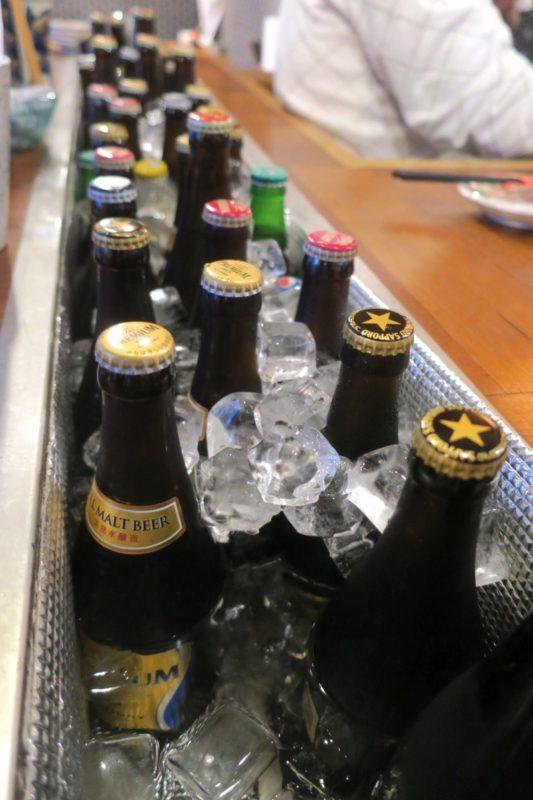 那覇・栄町「沖縄炉端 ゆうなみ」どぶづけに浸かるビールたち(オリオンビール、サッポロビールなど)
