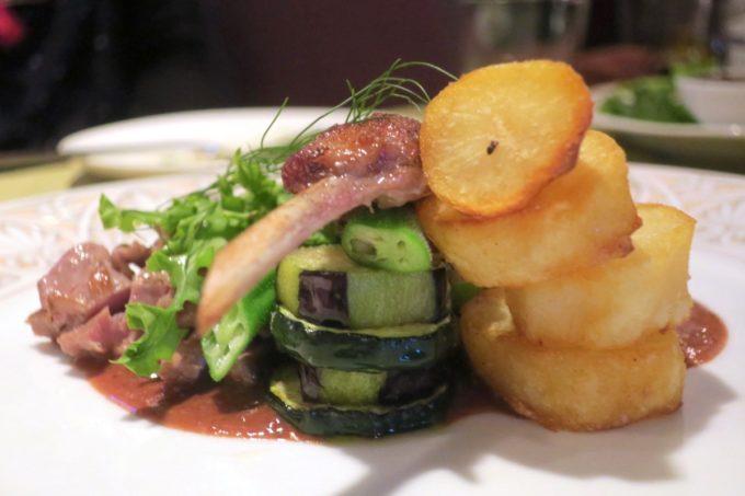 那覇・栄町「ビストロ ルボングー(Bistro Le Bon Gout)」お肉の裏側には野菜がたっぷり