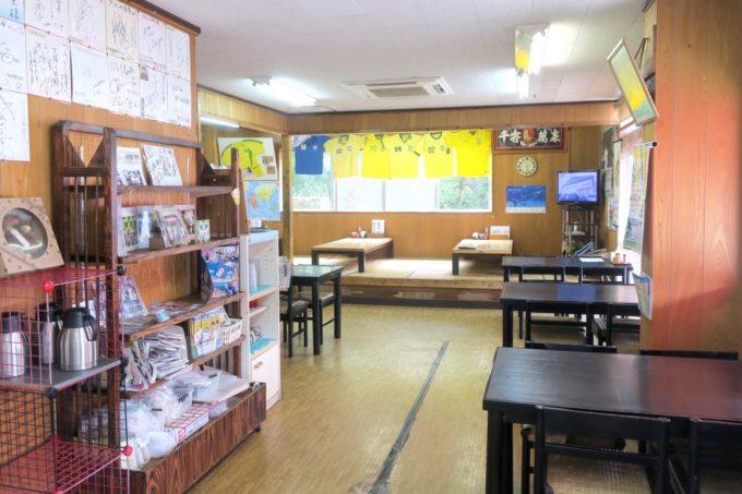 名護「ブラジル食堂」の店内と客席(テーブル席とお座敷席)