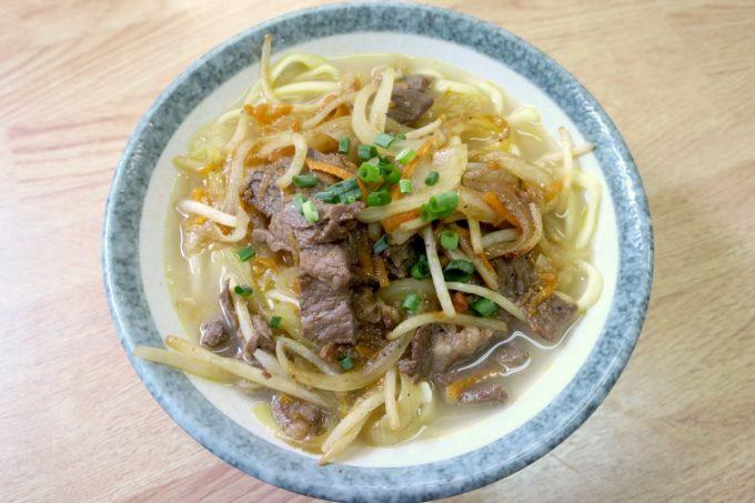 名護「ブラジル食堂」牛肉そば(小、500円)