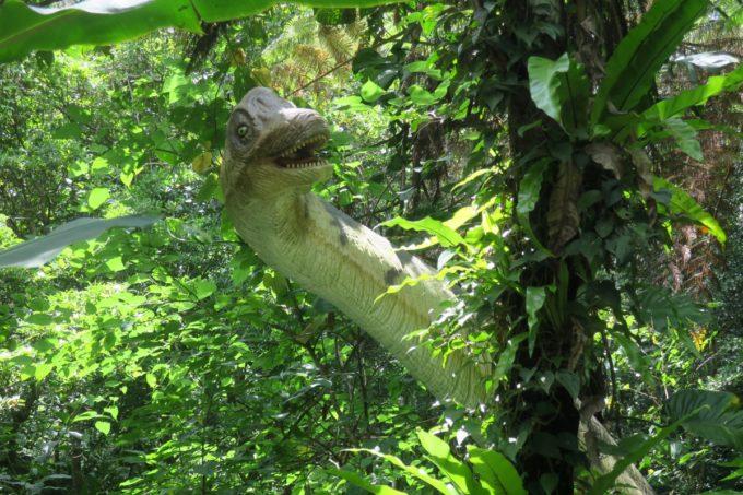 名護「DINO 恐竜 PARK やんばる亜熱帯の森」えっ、呼んだ?みたいな顔してる恐竜。
