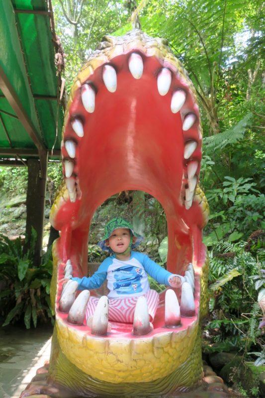 名護「DINO 恐竜 PARK やんばる亜熱帯の森」恐竜に食われるお子サマー。