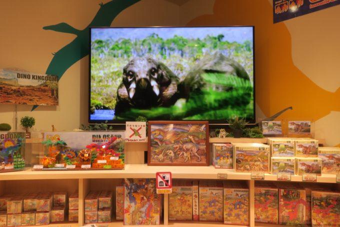 名護「DINO 恐竜 PARK やんばる亜熱帯の森」恐竜ショップで販売しているおもちゃ類。