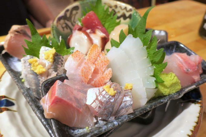 横浜・野毛「魚と酒 はなたれ 野毛一番街店」旬の魚魂8点盛り(1200円)