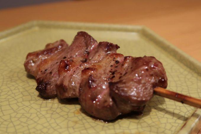 南風原「やきしん」コース料理の焼鳥、鴨肉の胸肉
