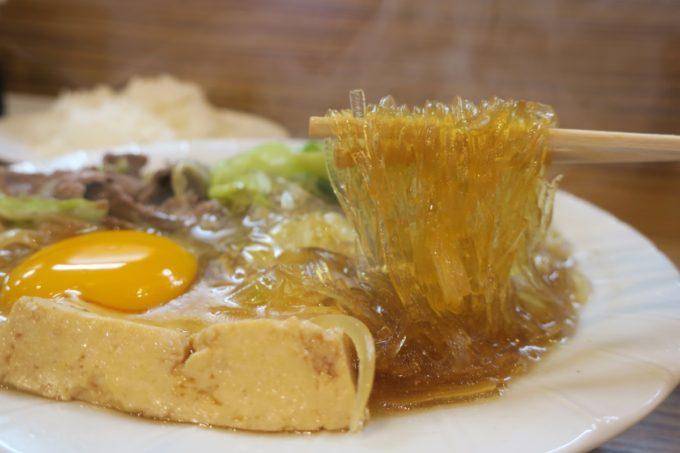 那覇・松山「三笠食堂」スキヤキって麺類だったの?と錯覚するほどのマロニーが入っている。