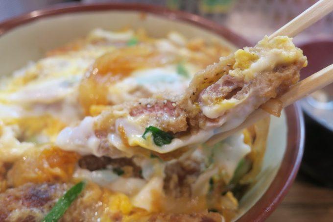 那覇・松山「三笠食堂」カツ丼のお肉は薄め。