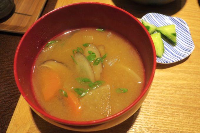 那覇・久茂地「モダンバル 餐仕(さんじ)」味噌けんちん汁。