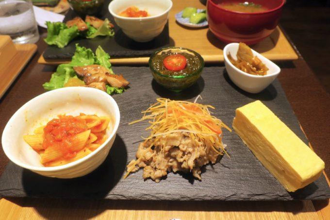 那覇・久茂地「モダンバル 餐仕(さんじ)」色々おばんざいはちょっとずつたくさん。
