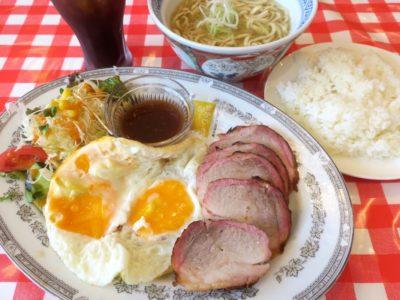 南風原・環境の杜ふれあい「ぬーじボンボン ニュータイプ」チャーシューエッグ定食(700円)