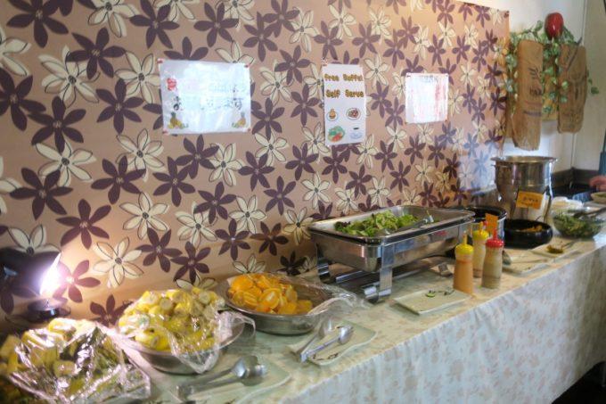 沖縄市「オークレストラン」ではサラダやデザート・フルーツが食べ放題