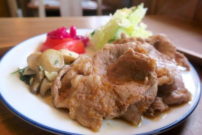 那覇・樋川「あめいろ食堂」県産豚のしょうが焼きのアップ