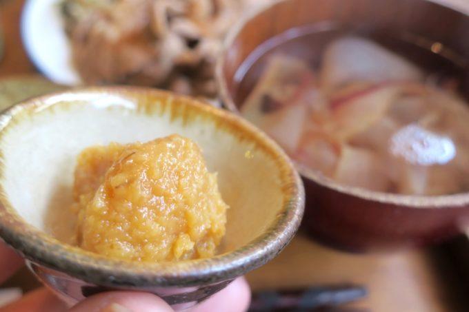 那覇・樋川「あめいろ食堂」の味噌玉とかちゅー湯。