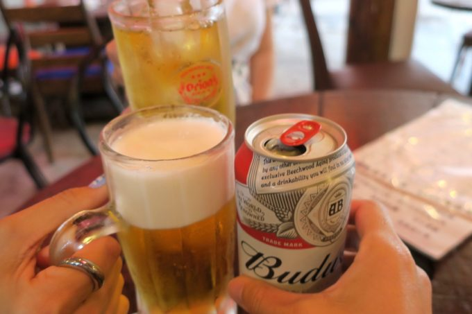 那覇・浮島通り「餃子の店 華」せんべろドリンクで乾杯。