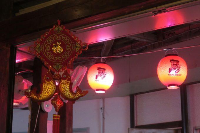 那覇・浮島通り「餃子の店 華」の紅提灯。