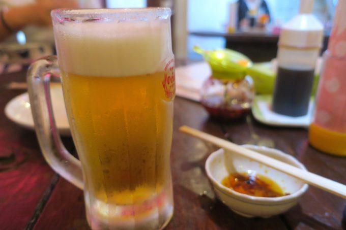 那覇・浮島通り「餃子の店 華」せんべろドリンクの生ビール。