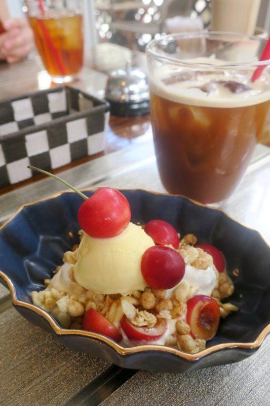那覇・久米「KYOKAWA 〜Sweets, Food, Drink〜(キョウカワ)」ランチのデザート(山形県産さくらんぼのプチパフェ)