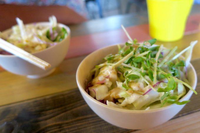 宜野湾「BOASORTE(ボアソルチ)」ランチのセットメニューについてくるサラダがおいしい。