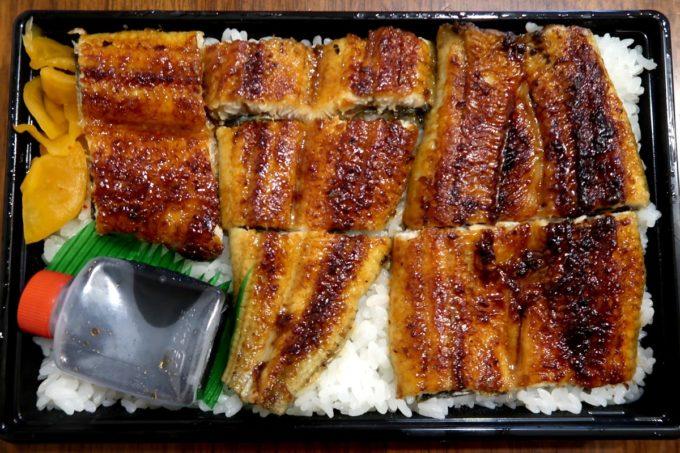 浦添「うなぎ専門 一麦食品」鰻1匹を使った、うなぎ弁当(2000円)