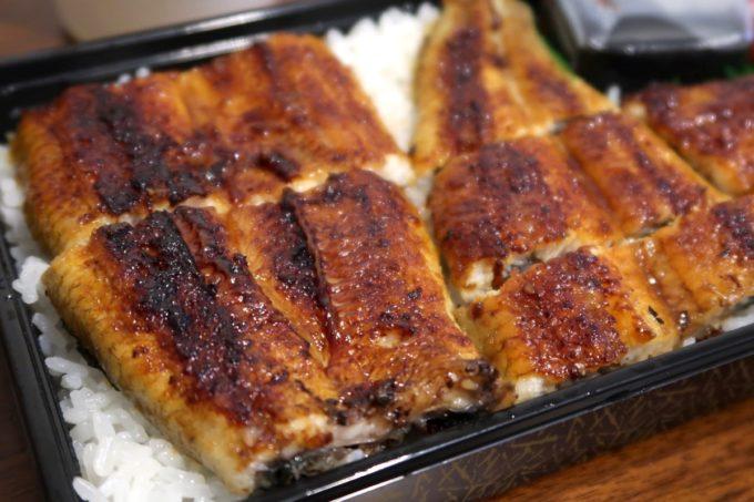 浦添「うなぎ専門 一麦食品」2000円のうなぎ弁当はたっぷり味わえるボリューム。