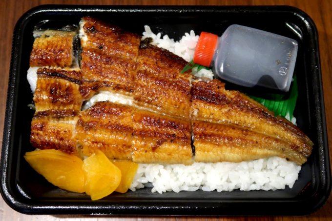 浦添「うなぎ専門 一麦食品」しっぽ側半身のうなぎ弁当(1000円)