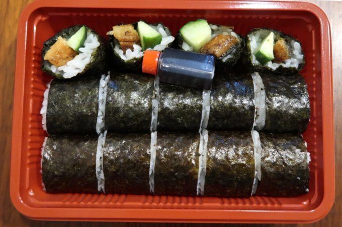 浦添「うなぎ専門 一麦食品」ボリュームたっぷりのうなきゅう巻き(600円)