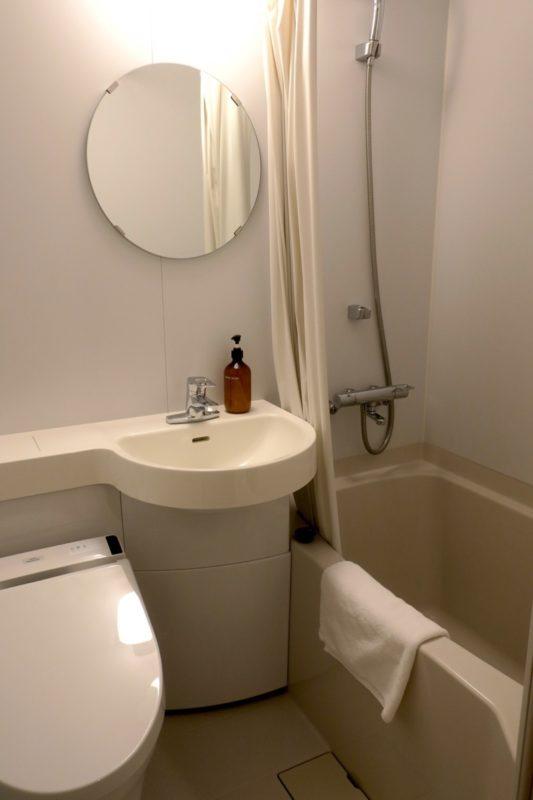 浅草のホステル「マスタードホテル浅草2(MUSTARD HOTEL ASAKUSA2)」ダブルルーム(個室)のユニットバス。