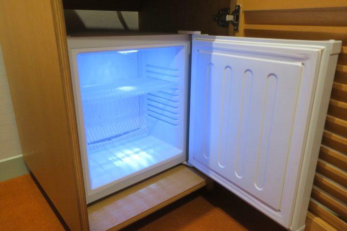 浅草のホステル「マスタードホテル浅草2(MUSTARD HOTEL ASAKUSA2)」ダブルルーム(個室)の冷蔵庫には何も入っていない