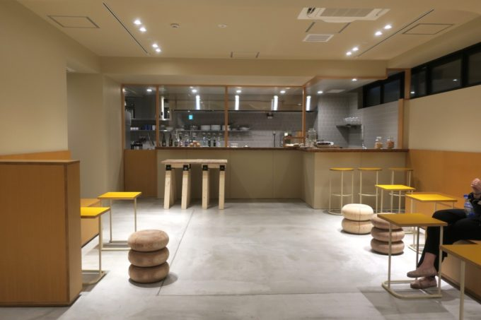 浅草のホステル「マスタードホテル浅草2(MUSTARD HOTEL ASAKUSA2)」のラウンジバー