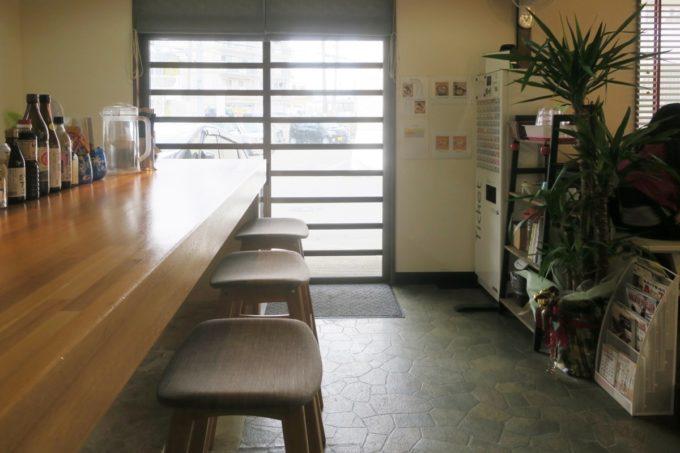 与那原「NAGISA okinawan ramen.(なぎさ おきなわ らーめん)」の店内