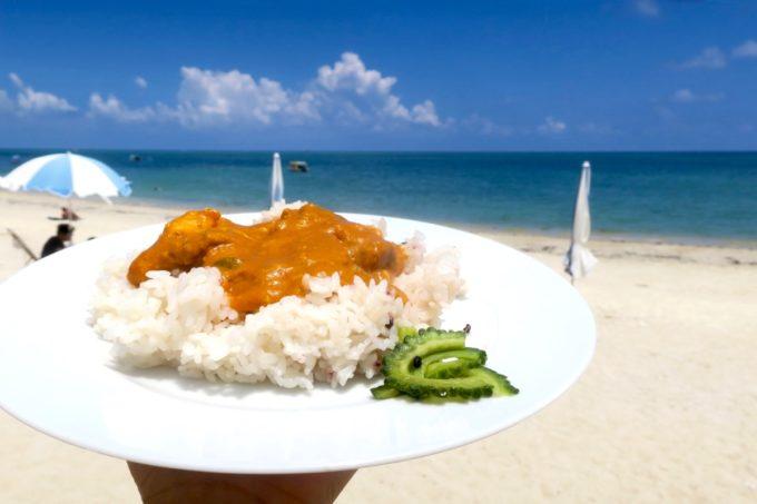 南城市・新原ビーチの「食堂かりか」で食べるネパールカレーがおいしい。