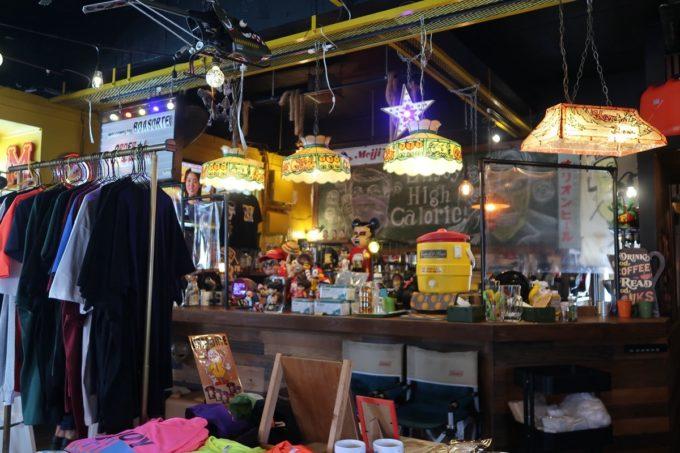 宜野湾「BOASORTE(ボアソルチ)」の店内(レジ方面と雑貨)