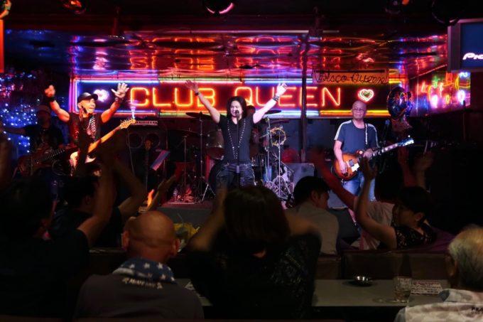沖縄市「CLUB QUEEN」専属バンド・Prizm(プリズム)がかっこいい。
