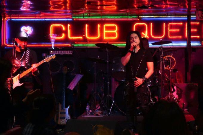 沖縄市「CLUB QUEEN」専属バンド・Prizm(プリズム)のボーカルがすごく良い。