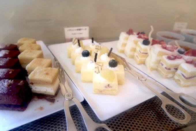 ザ・ナハテラスのレストラン「ファヌアン」平日ランチの一口ケーキ